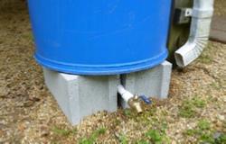 rain barrel on blocks